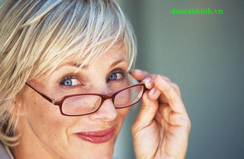 Bệnh viễn thị - nguyên nhân và triệu chứng