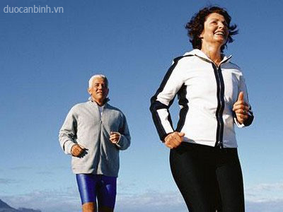 người cao tuổi tập thể dục