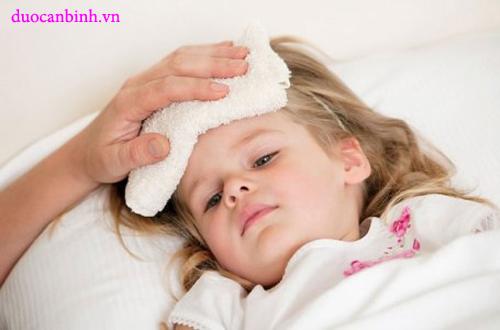 Trẻ bị sốt cao